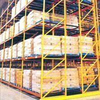A Estante para paletes é utilizada para armazenamento de produtos e cargas em galpões. A Estante para paletes empilha os paletes e reduz o espaço ocupado pelas cargas armazenadas no chão.