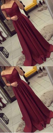 Un vestido color borgoña le va excelente a las pieles morenas.