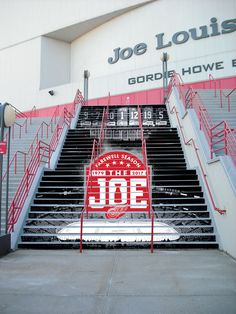 Lots of history in this building. Many legends have played here. Patel Datsyuk, Steve Yzerman, Nicklas Lidstrom, Gordie Howe, and many more. Gonna miss this place. No arena can ever fully replace the Joe. There's just no place like it.