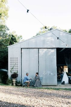 Transforming a shed into a stylish family house - Exterior of a corrugated iron shed turned family home Australian Sheds, Australian Homes, Exterior Paint Colors For House, Paint Colors For Home, Paint Colours, Living In A Shed, Country Style Magazine, Mission Style Homes, Farm Shed