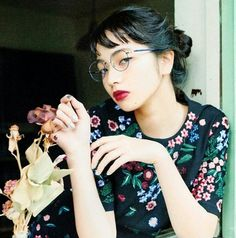 Find images and videos about 小松菜奈 and komatsunana on We Heart It - the app to get lost in what you love. Japanese Beauty, Japanese Girl, Asian Beauty, Nana Komatsu Fashion, Komatsu Nana, Luanna Perez, Hongkong, K Idol, Girls With Glasses