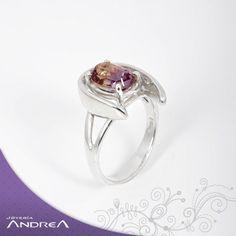 Dale un giro diferente a tus anillos con este nuevo modelo.