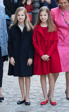 Spain's Princess Leonor (L) and her sister Infanta Sofia pose before attending the traditional Mass of Resurrection in Palma de Mallorca on April 16, 2017.
