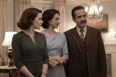 Tony Shalhoub, Marin Hinkle and Rachel Brosnahan in The Marvelous Mrs. Broadway Costumes, Movie Costumes, Tony Shalhoub, Tv Series 2017, Rachel Brosnahan, The Emmys, Prime Video, Gilmore Girls, Movies