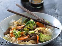 Wok med and og vandkastanjer - Nem Opskrift fra Arla Sambal Oelek, Wok, Japchae, Veggie Recipes, Poultry, Carne, Broccoli, Main Dishes, Low Carb