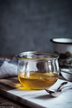 So gesund ist Ghee - Tipps zum selber machen | Apple and Ginger Ayurveda, Geklärte Butter, White Wine, Alcoholic Drinks, Glass, Product Photography, Recipes, Super, Low Carb