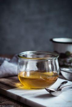 So gesund ist Ghee - Tipps zum selber machen | Apple and Ginger Ayurveda, Geklärte Butter, White Wine, Alcoholic Drinks, Low Carb, Glass, Product Photography, Recipes, Super