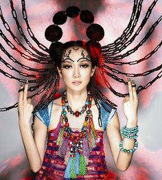 Sa Dingding / 薩頂頂 is a Chinese folk singer, songwriter who combines traditional Chinese music, Mongolian influences, Tibetan chant, and modern electro. Female Folk Singers, Seductive Photos, Beautiful People, Beautiful Women, Wedding Dresses Photos, Mini Photo, Chinese Model, Fashion Shoot, Style Fashion