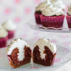 Foto recept: Chocolade cupcakes met roomvulling