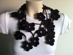 Collar de lazo de la bufanda de flor negra por zahraknitting