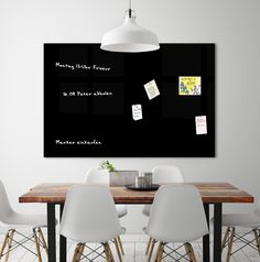 Die hochmodernen magnetischen Markerboards von cuadros lifestyle verschönern nicht nur jede Wand, sondern sind zugleich auch sehr hilfreich. Auf dem hochwertigen Acrylglas lassen sich Notizen, Botschaften oder Termine anbringen, sei es per Boardmarker oder mit Post-it's. Unsere magnetische Markerboards sind die elegante Alternative zu den herkömmlichen Whiteboards. Die modernen, großflächigen, Acrylglas-Magnetboards eignen sich idealerweise für Besprechungszimmer, Büros und Konferenzräume.