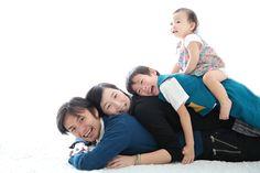 Couple Shots, Posing Ideas, Family Goals, Romantic Couples, Wedding Wishes, Pregnancy Photos, Photo Studio, Family Photography, Family Photos