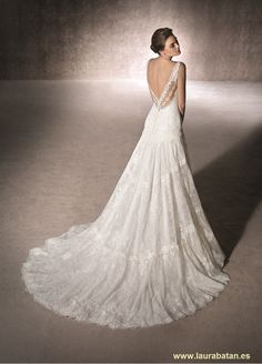 The MALDIVAS mermaid wedding dress is made of Chantilly and tulle with guipure appliqués. With a sweetheart neckline and double strap at the back Marie, Wedding Inspiration, Wedding Ideas, Wedding Dresses, Outfits, Collection, Style, Brides, Lounge