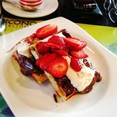 Wafles con nutella y mascarpone- nutella and mascarpone waffles - wafles di cioccolato e mascarpone