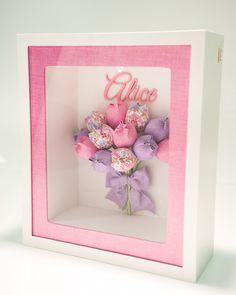 Quadro para Porta de Maternidade em MDF, com Vidro. As flores são feitas de acordo com gosto do cliente. Detalhe por charme da Luz interna dentro do quadro, o maior sucesso! *Cachepôs floridos , vendidos a parte!