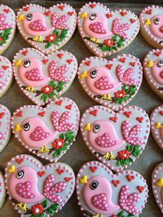 Sweet birdy cookies, too good to eat Bird Cookies, Fancy Cookies, Cute Cookies, Easter Cookies, Royal Icing Cookies, Cookies Et Biscuits, Cupcake Cookies, Sugar Cookies, Heart Cookies