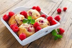 Zasladite se mafinima s malinama Sweets Recipes, Veggie Recipes, Just Desserts, Cooking Recipes, Lemon Raspberry Muffins, Fruit Calories, Different Fruits, Diy Food, Scones