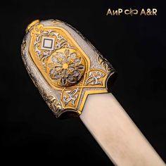 Кинжал кавказского типа, украшенный золотом или серебром, можно преподнести как подарок, символизирующий харизму, силу, бесстрашие и надежность своего обладателя. Weapon, Medium, Color, Colour, Weapons, Gun, Medium Length Hairstyles, Arms, Paint