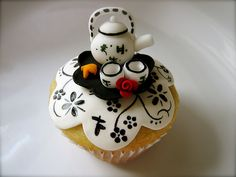 : Chinese Tea Set Cupcake (by jdesmeules (Blue Cupcake)) New Year's Cupcakes, Yummy Cupcakes, Cupcake Cakes, Cupcake Art, Cup Cakes, Cupcake Ideas, Cupcakes Design, Party Cupcakes, Chinese Tea Set