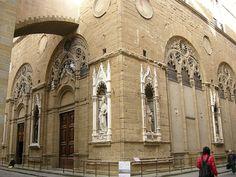 Orsanmichele, base - Chiesa di Orsanmichele (Florence) - La chiesa di Orsanmichele, detta anticamente anche di San Michele in Orto, si trova a Firenze ed era una loggia costruita in origine per il mercato delle granaglie, in seguito trasformata in chiesa delle Arti, le antiche corporazioni fiorentine.