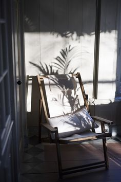 Fashion trends & visual inspiration I caughtincreativity Interior Architecture, Interior And Exterior, Light And Shadow Photography, Film Photography, Outdoor Chairs, Outdoor Spaces, Lounge, Slow Living, Interiores Design
