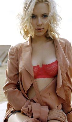 Scarlett Johansson. Pretty lady, talented actor.