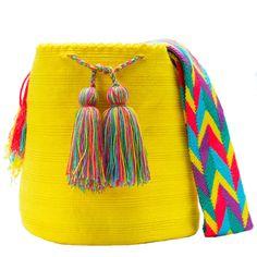 comprar bolso wayuu en madrid, wayuu, croche, bolsos hecho a mano, producto… Trendy Accessories, Crochet Accessories, Diy Crochet Patterns, Tapestry Bag, Mini Purse, African Wear, Crochet Home, Everyday Outfits, Bucket Bag