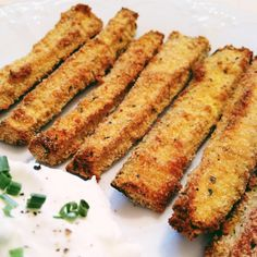 BAKED ZUCCHINI FRIES   you'll need:  3 medium zucchini sliced into sticks  1 egg white  1/3 cup Italian seasoned breadcrumbs  2 tablespoons grated Parmesan  cooking spray  salt and pepper Zucchini Sticks, Bake Zucchini, Zucchini Fries, Italian Breadcrumbs, Greek Yogurt Dips, Pecan Pie Bars, Vegetable Side Dishes, Vegetable Recipes, Best Side Dishes
