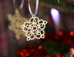 What with the actual snow, I got a bit behind in sending out my tatted snowflakes. This is good and bad. Mainly good – it means I have a few for my own tree! I must admit, I took a step back …