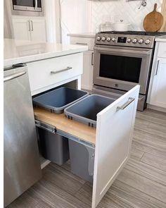 Kitchen Room Design, Kitchen Cabinet Design, Modern Kitchen Design, Home Decor Kitchen, Interior Design Kitchen, Home Kitchens, Interior Modern, Dorm Kitchen, Modern Kitchen Furniture