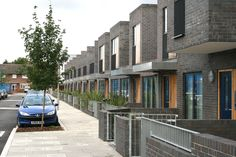 STREETSCAPE HOUSING PEDESTRIAN PARKING - Google Search Social Housing, Pedestrian, Urban Design, Townhouse, Terrace, Home Goods, Multi Story Building, Exterior, Community