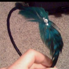 Fun and quick feather headband:) Feather Headband, Things To Think About, Hair Styles, Fun, Color, Beauty, Collection, Fashion, Fin Fun