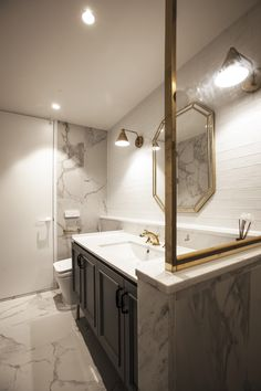 Modern House Bathroom by DESIGNDDUGY