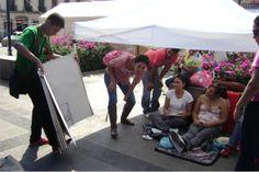 Los Libros Gigantes son un proyecto de los hermanos Adrián y Jorge Torres, músicos mexicanos de profesión que decidieron poner a prueba su talento literario contando historias cortas e ilustradas de personajes fantásticos...  http://www.teckler.com/es/HigaSan/Los-Cuentos-del-Batall%C3%B3n-Perdido-y-sus-Libros-Gi-217344