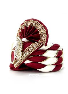 This Awesome Maroon & White Latest Safa In Velvet For Groom Is Carefull Hand Crafted With Diamond Lace, Moti Mala, Broach And Stones. Wedding Dresses Men Indian, Wedding Dress Men, Sherwani Groom, Wedding Sherwani, Indian Men Fashion, Mens Fashion Blog, Men's Fashion, Groom Outfit, Groom Dress