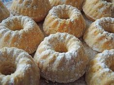 Mini Eggnog Gugls - Chilli Roses - mini egg liqueur gugls 3 Informations About Mini-Eierlikör-Gugls – Chilirosen Pin You can easily - Mini Desserts, Fall Desserts, Dessert Simple, Dessert Blog, Cupcake Recipes, Dessert Recipes, Pie Recipes, Mini Donuts, Donuts Donuts
