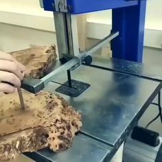 Resin And Wood Diy, Epoxy Resin Wood, Diy Resin Art, Diy Resin Crafts, Diy Home Crafts, Wood Crafts, Woodworking Epoxy Resin, Woodworking Projects Diy, Diy Wood Projects