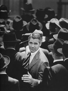 Black and White Photography Portrait of George Clooney George Clooney, Pretty People, Beautiful People, Celebridades Fashion, Tyrone Power, Foto Poster, Humphrey Bogart, Raining Men, Well Dressed Men
