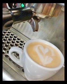 Consentimos tus sentidos con el mejor café  Ven y disfruta de un momento especial  en #AromaDiCaffé. Conócenos en el C.C. Metrocenter pasaje colonial. #MomentosAroma #SaboresAroma #AromaDiCaffé #CoffeeLovers #CoffeeMoments #CoffeeTime