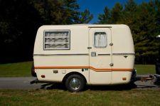 1976 Trillium 13ft fiberglass camper trailer