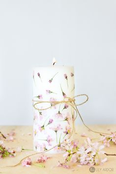 DIY mother's day gift - Pressed flowers onto a pillar candle. Gorgeous project that seems easy and inexpensive. presents for mothers day, bday gifts for mom diy, step dad fathers day gifts Mothers Day Crafts For Kids, Diy Mothers Day Gifts, Diy Gifts, Handmade Gifts, Diy Mother's Day Crafts, Mother's Day Diy, Diy Candles With Flowers, Diy Flowers, Velas Diy