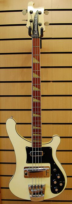 Rickenbacker 4001 bass (this is the model Chris Squire uses!