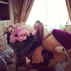Flowers and a giant teddy bears <3