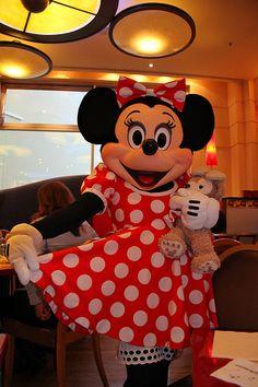 A dinner in Cafe Mickey is so much fun ... Maybe you'll meet Minnie! #disneylandparis