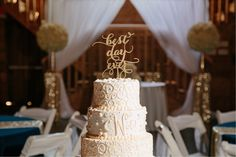 #kfb_events #rentals #prattplaceweddings #goldsequin #navyandgold #barnwedding #weddingcakes #weddingcakedisplay