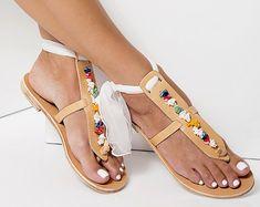"""Bohemio de novia sandalias, embellecido sandalias, sandalias planas de cuero, pisos nupciales, T-strap sandalias, """"Lydia"""""""