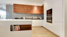 Kuchnia dla rodziny. Projekt: Małgorzata Mataniak-Pakuła. Fot. Radosław Sobik Kitchen Cabinets, Home Decor, Decoration Home, Room Decor, Kitchen Base Cabinets, Dressers, Kitchen Cupboards, Interior Decorating