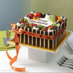 Fresh Cream Fresh Fruit Square Gateau with mixed chocolate decorations Fresh Fruit Tart, Fresh Cake, Cake Fillings, Cake Toppings, Drip Cakes, Cake Decorated With Fruit, Sheet Cakes Decorated, Fruit Birthday Cake, 40th Birthday