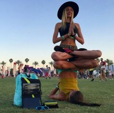 Now that's how friends balance each other. - Yoga poses for two - Two Person Yoga Poses, Yoga Poses For Two, Partner Yoga Poses, Easy Yoga Poses, Yoga Balance Poses, People's Friend, Friends, Festival Gear, Festival Fashion
