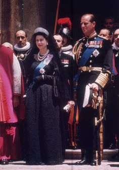 Queen Elizabeth visits the Vatican, May 1961, wearing a pearl necklace inherited from her grandmother, and Queen Alexandra's tiara - the Russian Fringe Tiara.